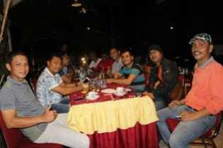 Jalin kebersamaan dan Keakraban, Kapolres Pelalawan Dan Wartawan Makan Ngopi Bareng