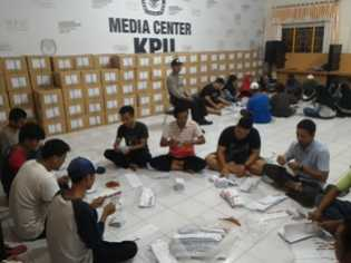 KPU Rohil Terima 190 Kotak Surat Suara Pilgubri