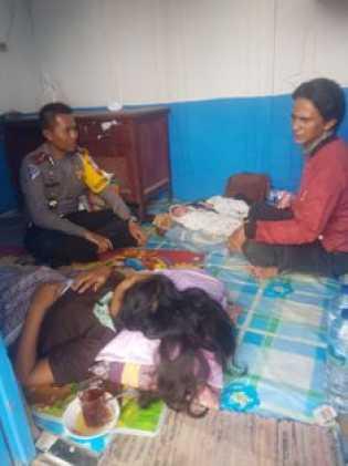 Tuti Rahayu Terpaksa Melahirkan di Pos Lantas Poros
