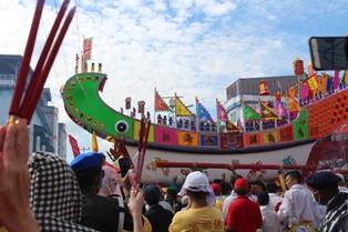 Bupati HM.Harris Hadiri Festival Bakar Tongkang Rohil