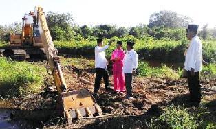 Suyatno Minta SKPD Realisasikan Pembangunan Parit Bepak