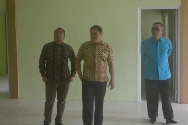 Anggota DPRD Pelalawan Komisi 1 saat meninjau Puskesmas 2 Terusan Baru